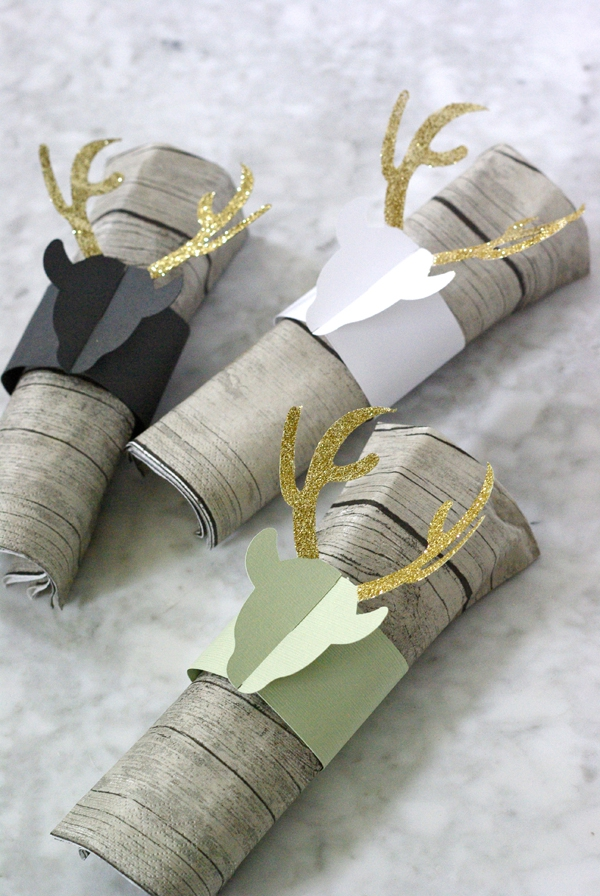 Serviettenringe basteln zu Weihnachten – Stilvolle Ideen und Anleitungen für eine festliche Tischdeko rentiere deko papier ausschnitte