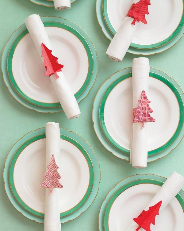 Serviettenringe basteln zu Weihnachten – Stilvolle Ideen und Anleitungen für eine festliche Tischdeko tannenbäume christbäume papier deko