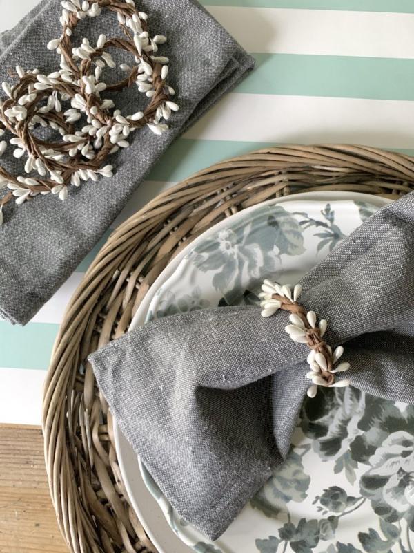 Serviettenringe basteln zu Weihnachten – Stilvolle Ideen und Anleitungen für eine festliche Tischdeko weidenkätzchen deko natur