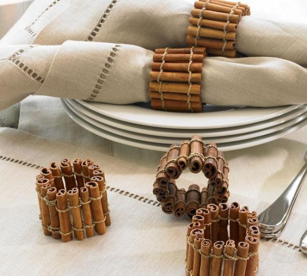 Serviettenringe basteln zu Weihnachten – Stilvolle Ideen und Anleitungen für eine festliche Tischdeko zimtstangen deko aromatische serivetten