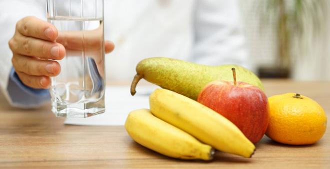 Stoffwechseldiät Easy-Body-System beim Frühstück viel Wasser trinken den Stoffwechsel ankurbeln