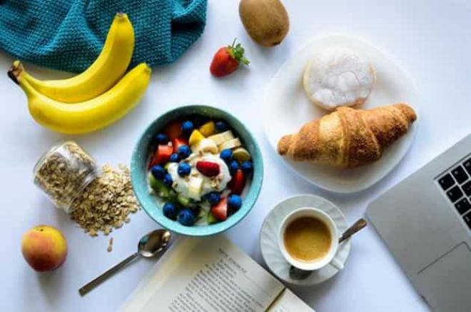 Stoffwechseldiät Easy-Body-System gesundes Frühstück eine Tasse Kaffee den Stoffwechsel ankurbeln