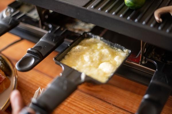 Traditionelle und köstliche Raclette Ideen fürs Pfännchen mit Tipps bubbles käse blasen bilden