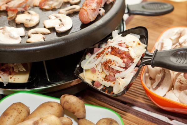 Traditionelle und köstliche Raclette Ideen fürs Pfännchen mit Tipps mini pizza im pfännchen