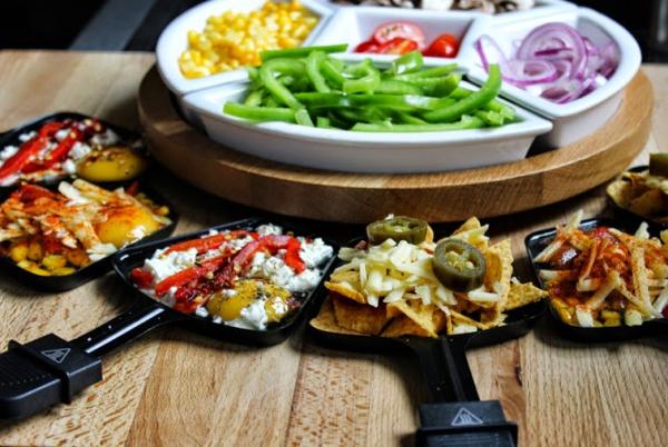 Traditionelle und köstliche Raclette Ideen fürs Pfännchen mit Tipps volle pfännchen beilagen pizza