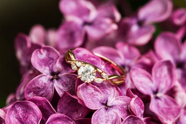 Verlobungsring mit Diamant – das ultimative Geschenk zum Heiratsantrag diamantring mit gold solitär