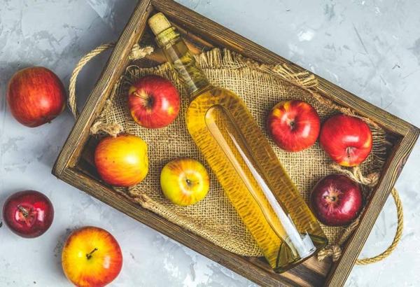 Was hilft gegen Juckreiz jukende Haut Apfelweinessig Hausmittel