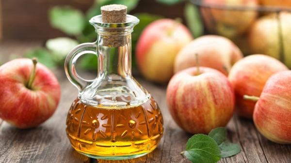 Was hilft gegen Juckreiz jukende Haut Apfelweinessig