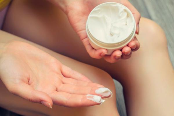 Was hilft gegen Juckreiz jukende Haut eincremen