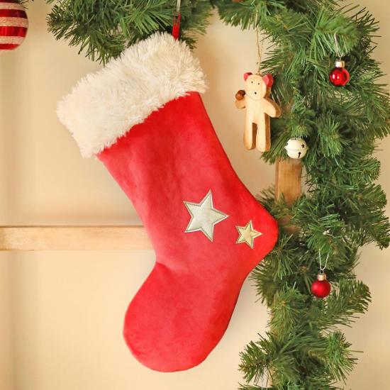 Weihnachsdeko 3 Must-Haves Nikolausstiefel in Rot am Weihnachtsbaum aufgehängt Überraschugseffekt riesengroß