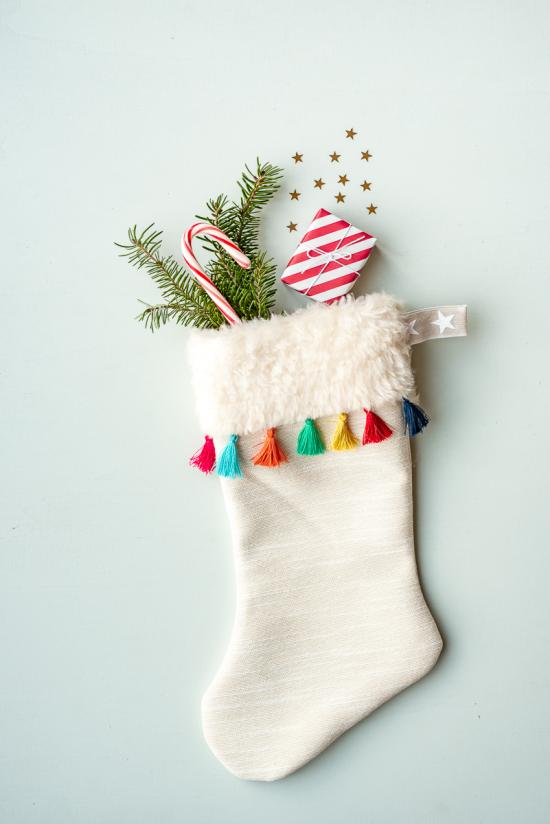 Weihnachsdeko 3 Must-Haves weißer Nikolausstiefel als Wanddeko