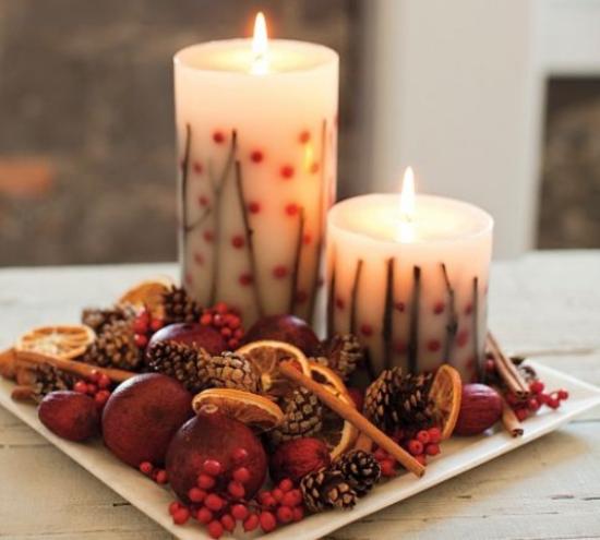 Weihnachsdeko 3 Must-Haves zwei berennende Kerzen weihnachtliche Aromen Orangen Zimtstangen