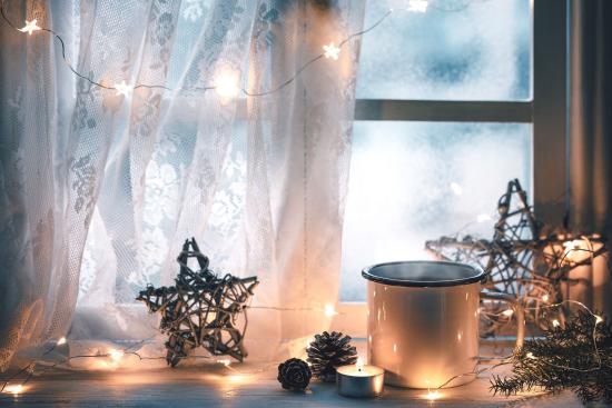 Weihnachtliche Fensterdeko Fensterbeleuchtung LED Lichter Ornamente im rustikalen Stil