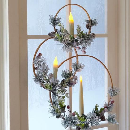 Weihnachtliche Fensterdeko doppelte Weihnachtsstimmung drei Ringe am Fenster aufgehängt Tannenzapfen Grün LED Kerzen