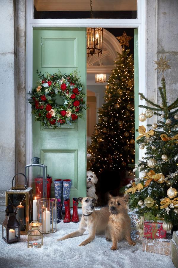 Weihnachtsdeko vor der Haustür – Ideen und Tipps für mehr festliche Stimmung coole deko weihnachtsbaum tannenbaum