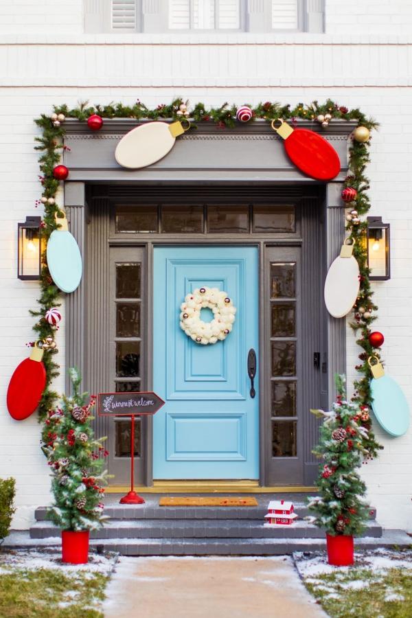 Weihnachtsdeko vor der Haustür – Ideen und Tipps für mehr festliche Stimmung girlande lichtkette deko ideen