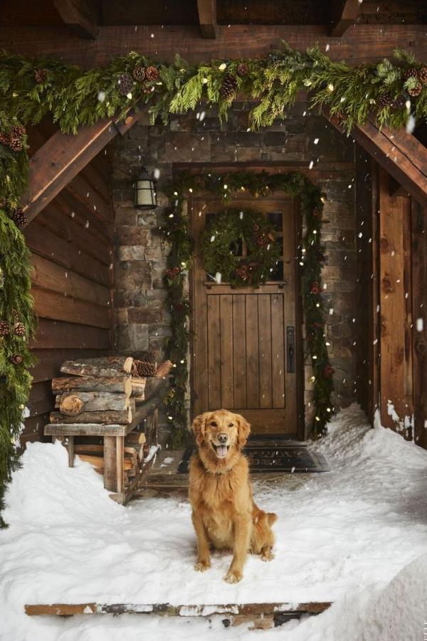 Weihnachtsdeko vor der Haustür – Ideen und Tipps für mehr festliche Stimmung landhaus deko holz immergrün