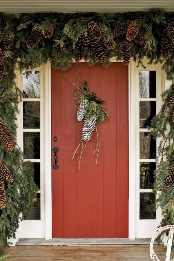 Weihnachtsdeko vor der Haustür – Ideen und Tipps für mehr festliche Stimmung natürliche deko mit riesigen zapfen