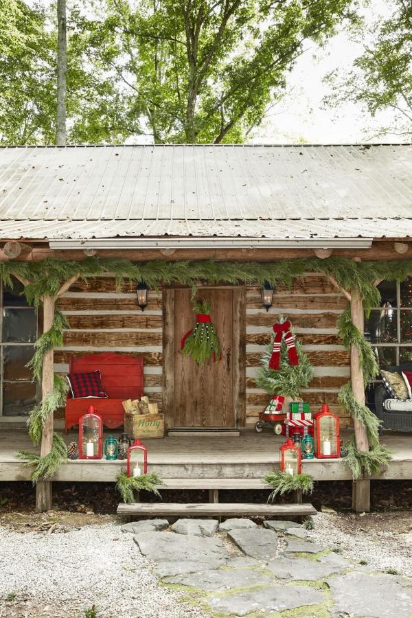 Weihnachtsdeko vor der Haustür – Ideen und Tipps für mehr festliche Stimmung retro landhaus deko ideen immergrün