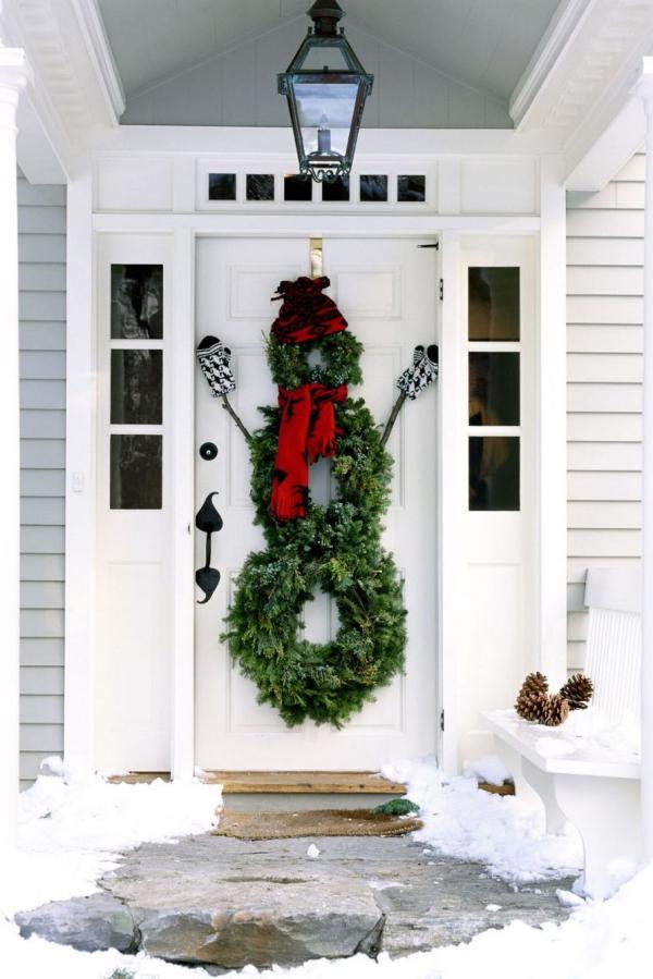 Weihnachtsdeko vor der Haustür – Ideen und Tipps für mehr festliche Stimmung schneemann kranz idee