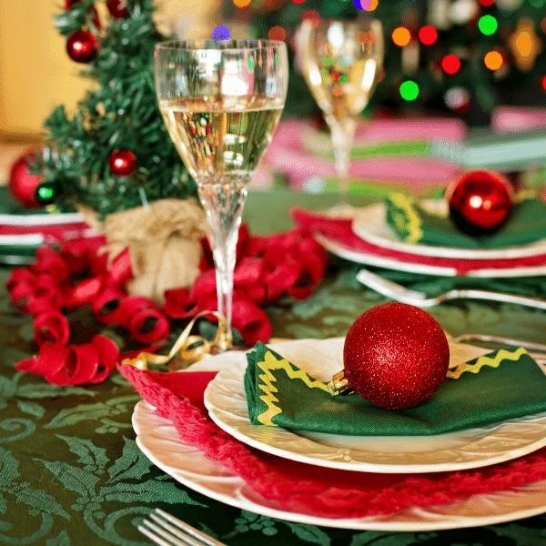 Weihnachtsmenü Ideen und Tipps Weihnachtsfeier Menü Tisch decken