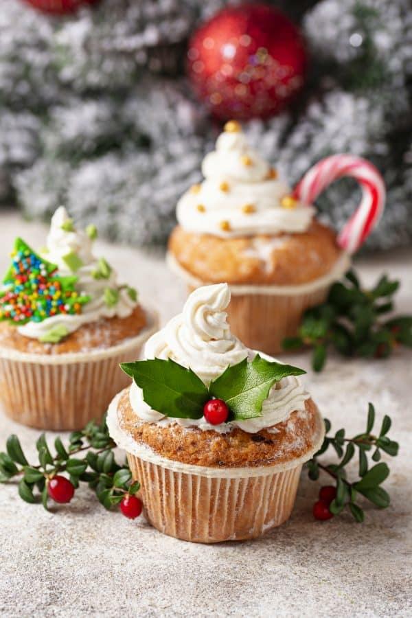 Weihnachtsmenü Ideen und Tipps Weihnachtsfeier veranstalten Cupcakes