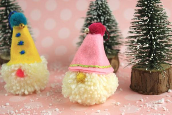 Weihnachtswichtel basteln – Ideen und Anleitung für eine fantastische Winterdeko pompom klein diy einfach