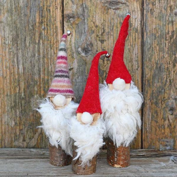 Weihnachtswichtel basteln – Ideen und Anleitung für eine fantastische Winterdeko skadi chic deko holz stämme