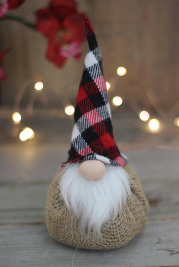 Weihnachtswichtel basteln rustikale stoffe deko diy