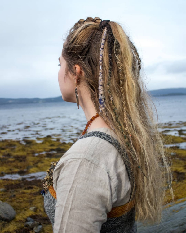 Wikinger Frisuren für Damen und Herren, inspiriert von der nordischen Kultur details im haar schön