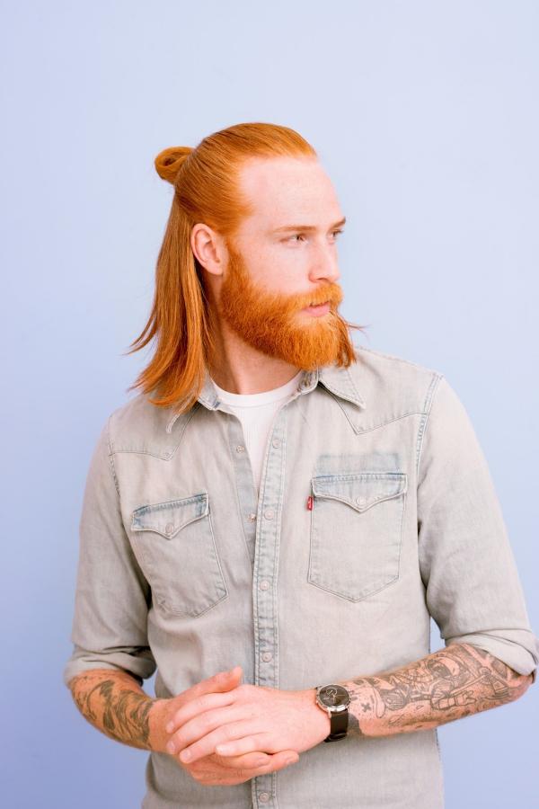 Wikinger Frisuren für Damen und Herren, inspiriert von der nordischen Kultur herren rote haare man bun
