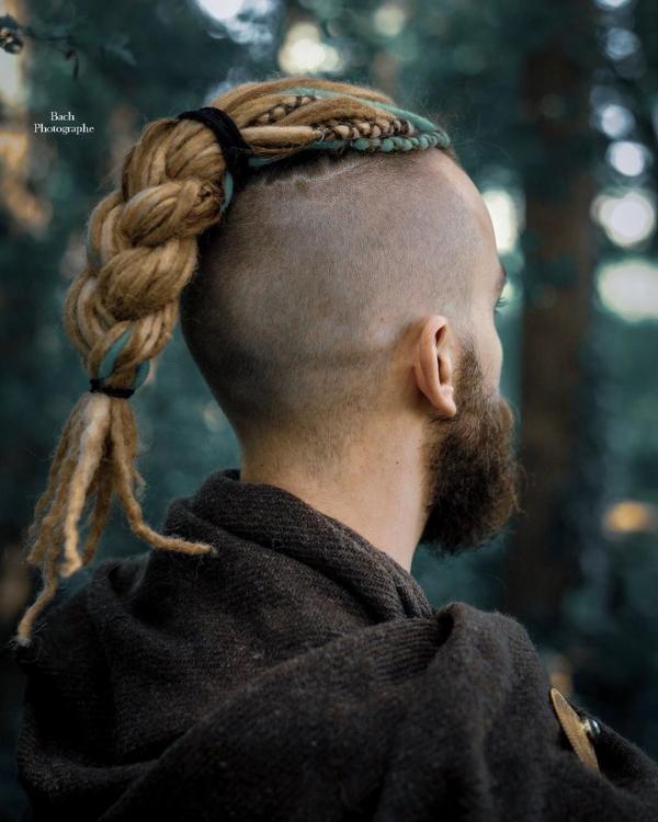 Wikinger Frisuren für Damen und Herren, inspiriert von der nordischen Kultur mohawk frisur herren dreads