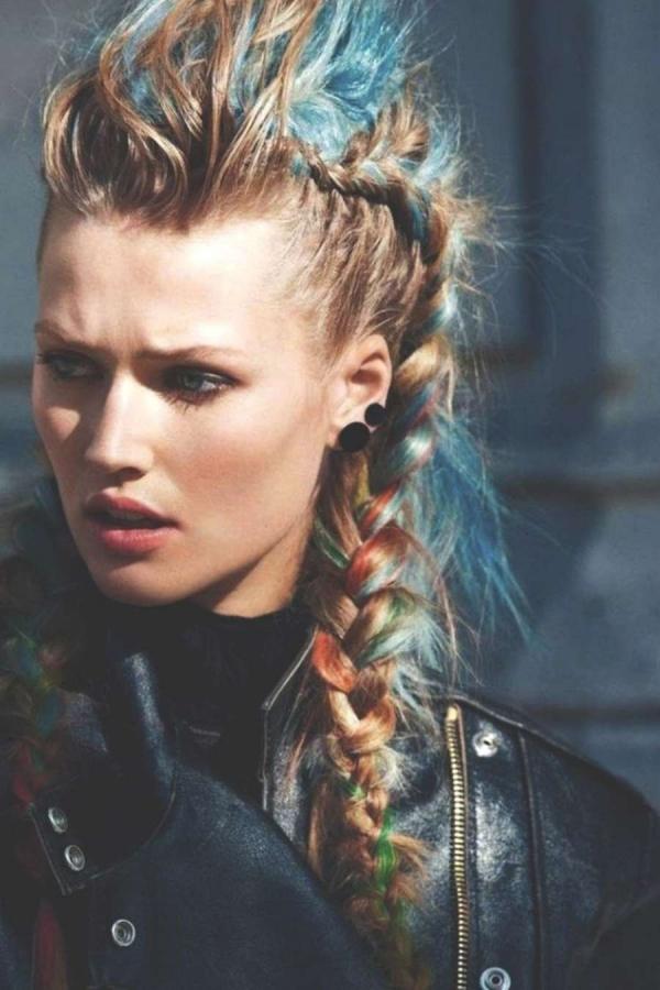 Wikinger Frisuren für Damen und Herren, inspiriert von der nordischen Kultur pompadour frisur mit zopf
