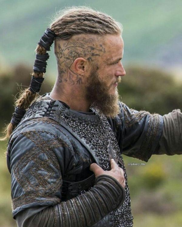 Wikinger Frisuren für Damen und Herren, inspiriert von der nordischen Kultur ragnar haare mohawk zopf