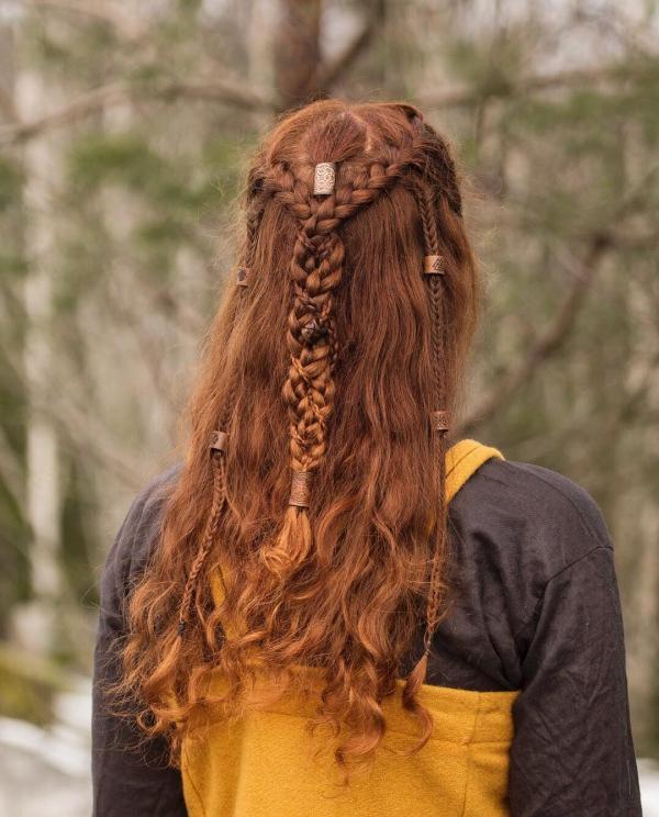 Wikinger Frisuren für Damen und Herren, inspiriert von der nordischen Kultur rote haare damen zopf schön
