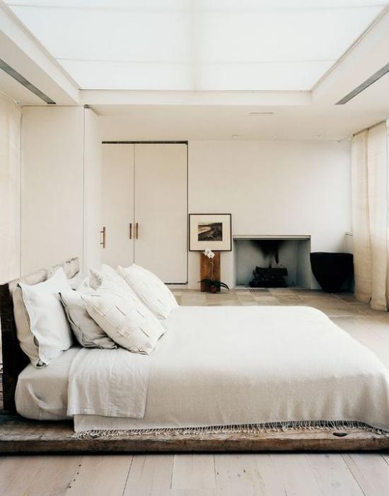 Zen Schlafzimmer Einfachheit im Design Schlafbett weiße Bettwäsche