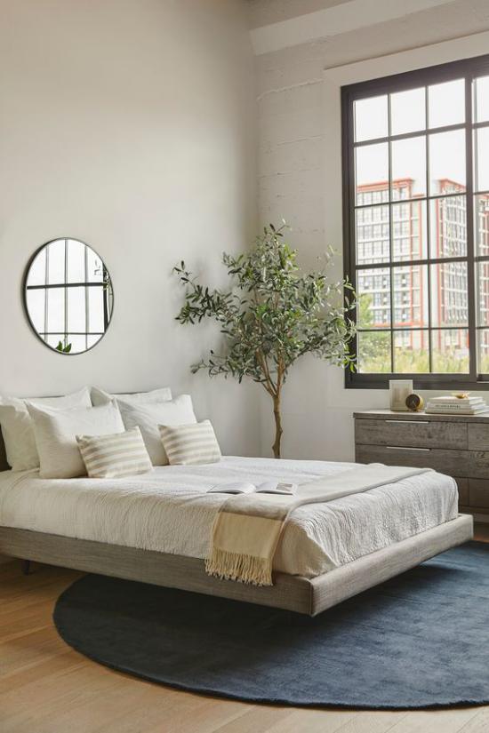 Zen Schlafzimmer eine frische grüne Note ins Interieur bringen grüne Pflanze runder Spiegel