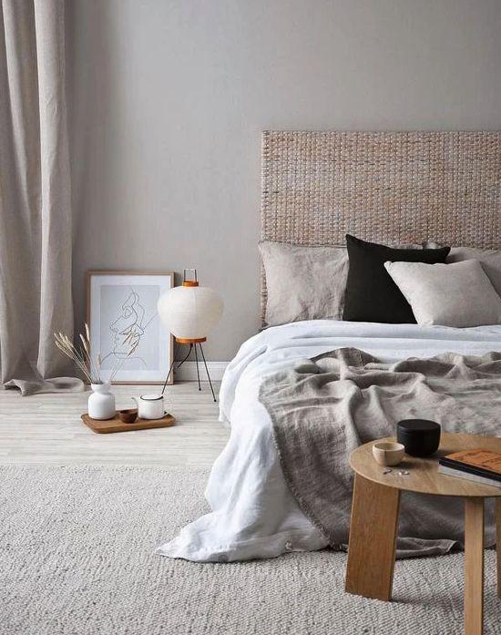 Zen Schlafzimmer helle Farben beige grau weiß Holztisch einladende gemütliche Raumatmosphäre