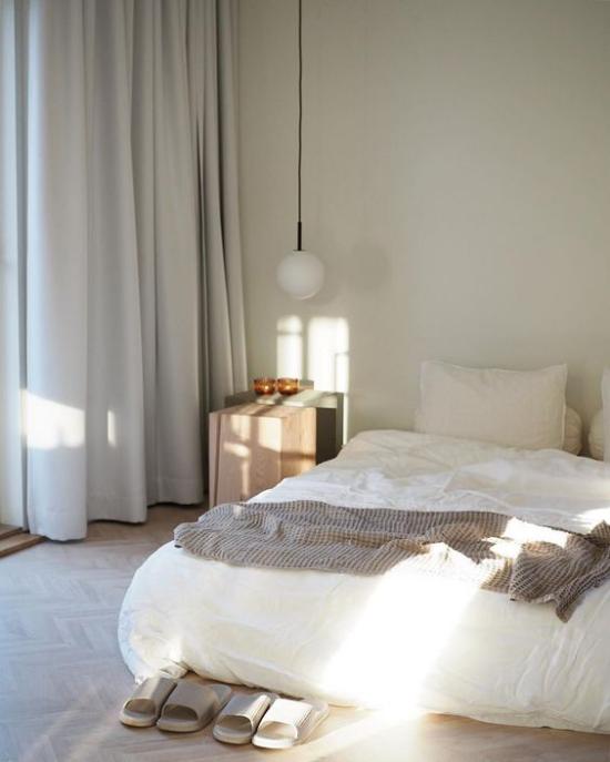Zen Schlafzimmer nur zum Schlafen nutzen helle heitere Raumatmosphäre nicht Überflüssiges