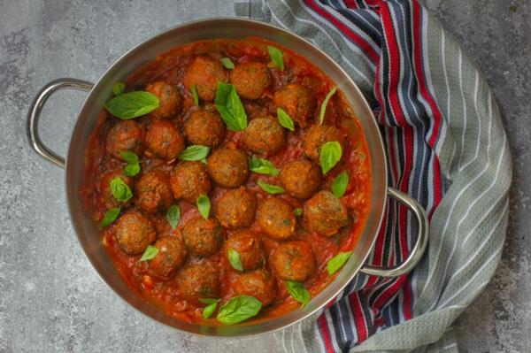 adzukibohnen vegane klöße mit tomatensoße