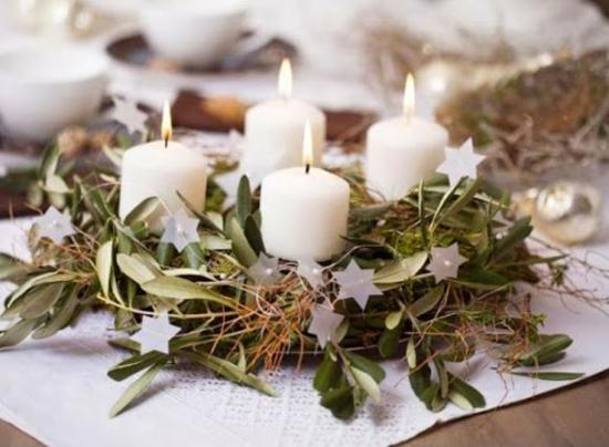 eukalyptusblätter weiße stumpenkerzen adventskranz basteln