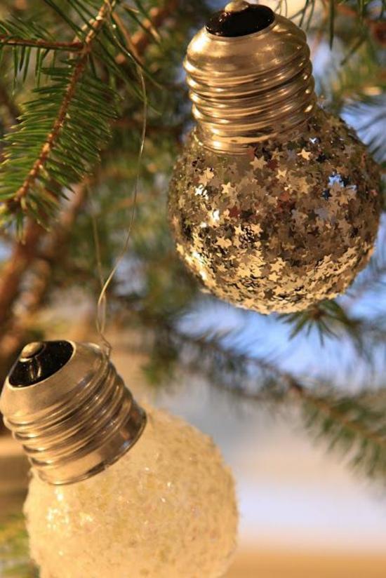 günstige weihnachtsdeko basteln mit alten glühbirnen