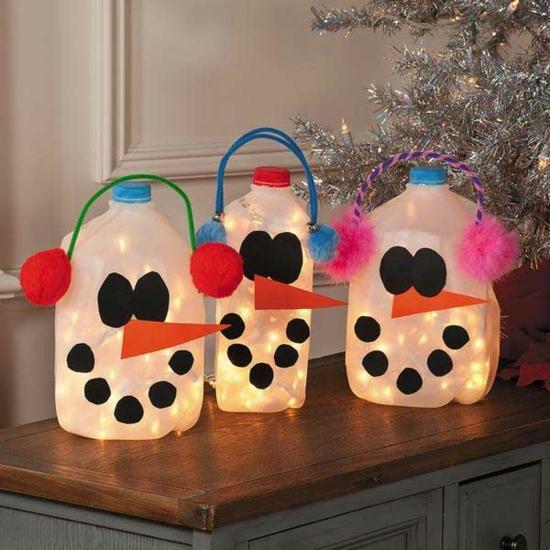 günstige weihnachtsdeko schneemänner basteln aus pet flaschen
