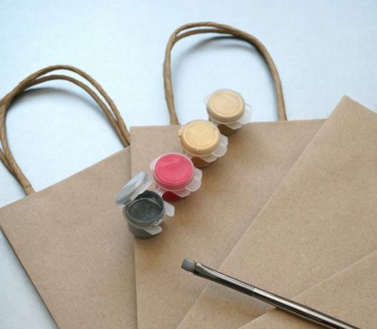 geschenktüte basteln mit packpapier und farben
