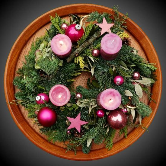 kiefer tannengrün weihnachtskugeln adventskranz basteln