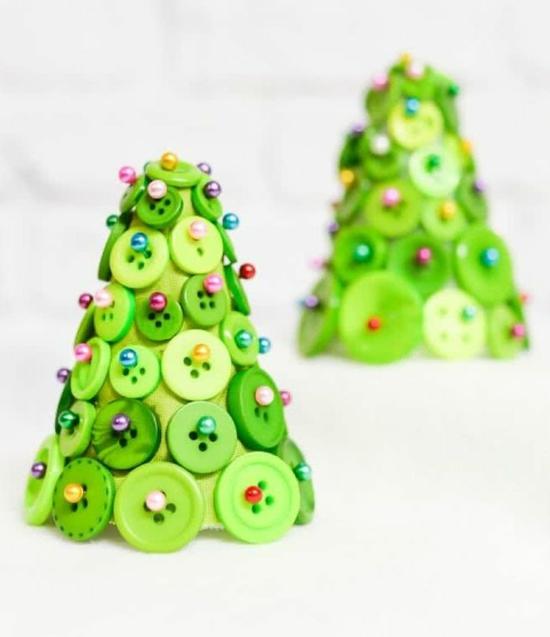 kleine tannenbäume aus knöpfen günstige weihnachtsdeko