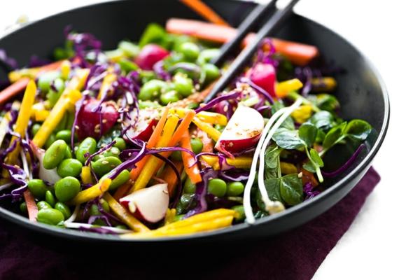 leckeren salat mit edamame bohnen