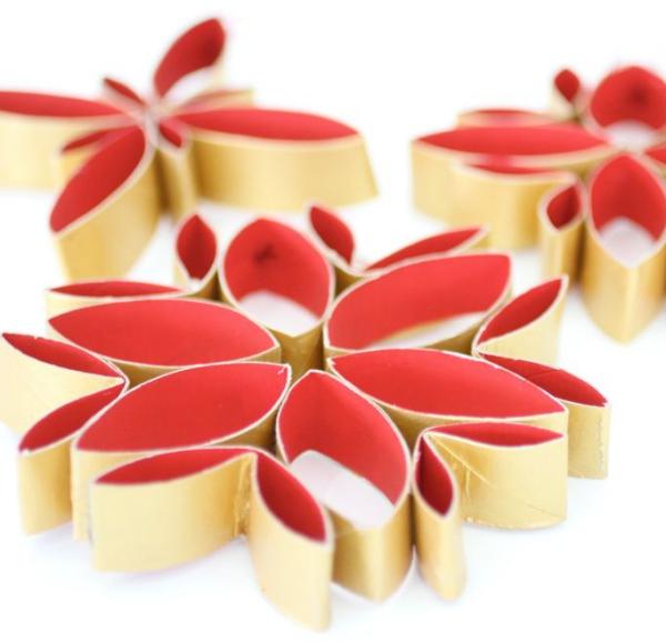 Basteln mit Toilettenpapierrollen zu Weihnachten – kreative Upcycling Ideen und Anleitung papiersterne deko ornamente