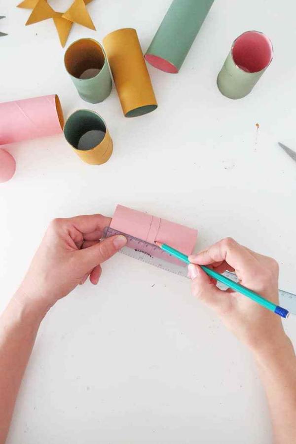 Basteln mit Toilettenpapierrollen zu Weihnachten – kreative Upcycling Ideen und Anleitung tutorial sterne anleitung zeichnen