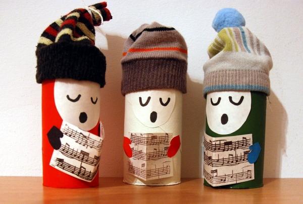 Basteln mit Toilettenpapierrollen zu Weihnachten – kreative Upcycling Ideen und Anleitung weihnachtssänger basteln nett festlich